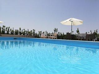 panoramica villa con piscina riscaldata e  maneggio situata  nel parco dll' Etna