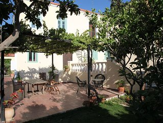 Tudors Garden Villa,apt(& 8981007) amazing location Beach Old Town, Harbour