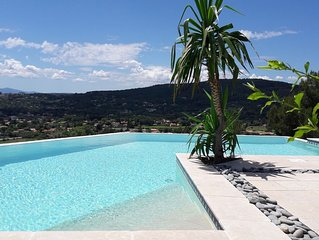 Villa  avec piscine  à débordement et vue panoramique