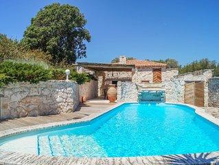 Casa Maestra, belle maison de caractère avec piscine.