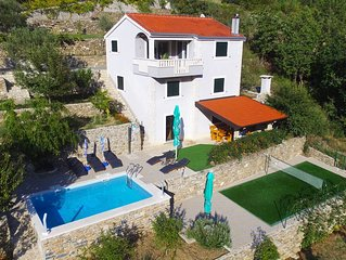 Villa 'Eagle', isolated piece of your own paradise, heated pool, Badminton