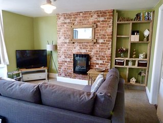 Driftwood Apartment- stylish, close to the sea and centre of town.