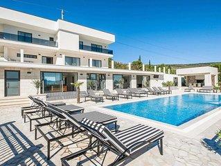 Luxury modern villa w/gym, tennis court, sauna, private pool + free Wi-Fi