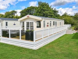 Perfect for family holidays close to the beach, this modern and well-equipped lo