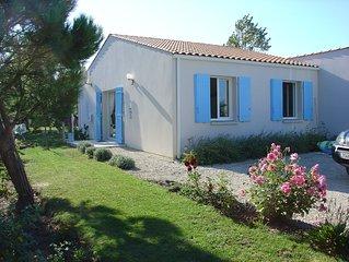 Agreable villa 3 * conviviale et idealement placee au PORT DES SALINES