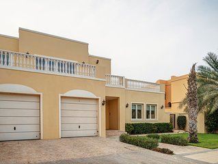 Spacious Palm Jumierah - Villa 74 apartment in Palm Jumeirah with WiFi, integrat