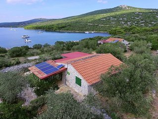 Modern Cottage in Pašman with Roofed Terrace