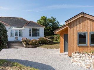 Balglaze, beautiful house & Cabin, large garden, near beach & village amenities