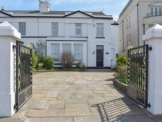6 bedroom accommodation in Southport