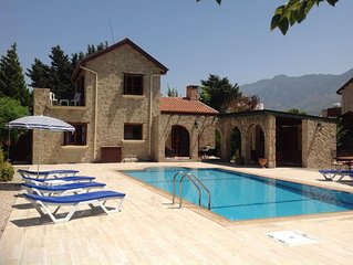 Beautiful Villa, large private garden with pool, free wifi