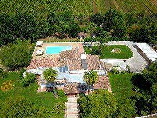 Villa Vetti, splendida villa immersa nel verde con piscina , a pochi km dal mare