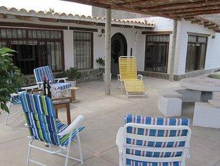 Acogedora casa con amplia terraza y jardin muy cerca al mar