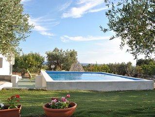 Villetta indipendente con piscina, 900 metri dal mare in zona panoramica