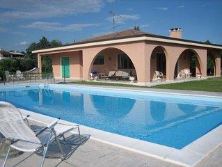 VILLA TOSCA - VILLA singola con piscina privata, ampio terreno e vista lago.