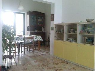 Ampia casa con WiFi gratuito, terrazze e giardino fronte mare a Marina di Ragusa