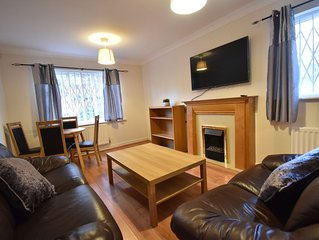 2 Bedroom Apartment Walking Distance to Train Station (Tudor)