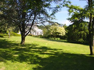 Peaceful 6 Bed Country Cottage with Stunning Gardens, Trout Lake & Tennis Court