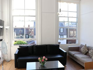 On the Quay - gorgeous sleeps 4 flat in iconic listed waterfront building