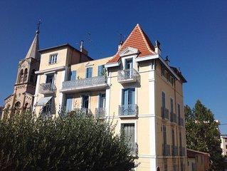 T2 avec terrasse dans un immeuble de charme à proximité des plages de Toulon
