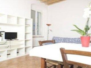 Tipico appartamento nel centro storico, luminoso e gradevole. ' CASA CAIROLI'