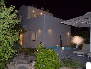 JB Villa - Private ,  w/Private Jacuzzi, enclosed Garden and Terrace.