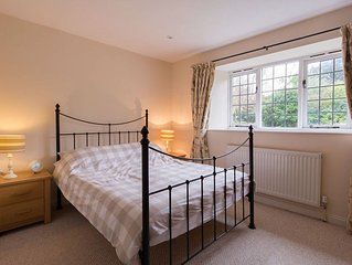 Folly Cottage (Sleeps 4 + Small Child + Baby)