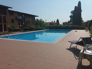 Moderno appartamento con piscina, 5 posti letto , vicino lago e centro - Wi-Fi