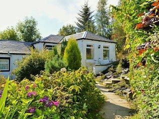 Dunstaffnage Cottage -2 Bedroom Cottage sleeps4-Pet Friendly,Hunter's Quay by Du