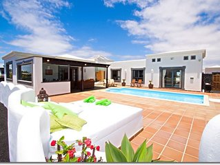 Luxurious villa in Playa Blanca with private pool and solarium