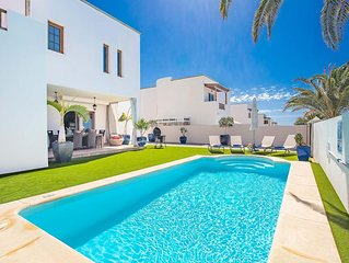 Modern villas on the outskirts of popular Costa Teguise.