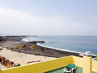 2 x Sea-view 1 Double Bedroom Apartments located in Puerto de Tazacorte, La Palm