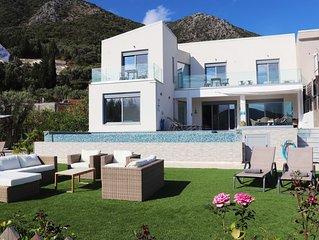 BEACHFRONT Luxury Villa - Private Swimming Pool, Garden & Direct Beach Access