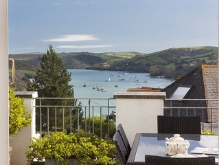 Lovely 3 bed apartment, large sunny roof terrace and estuary views, 2 parking
