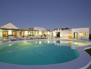 Luxury Villa with Private Pool & Jacuzzi, Sea & Mountain View