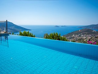 Secluded Three Bedroom Villa with Infitiy Pool and Spectacular Views