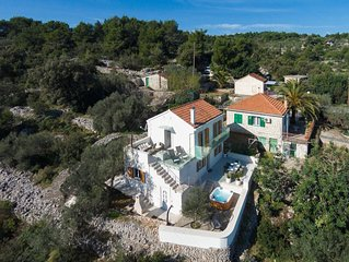 ****Luxury Villa with outdoor Jacuzzi****