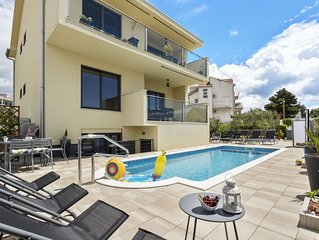 Modern apartment with seaview, private terrace and pool,only 150m from the beach