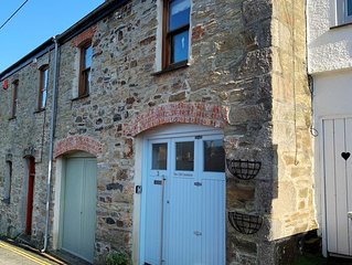 Cornish Boltholes - 3 The Old Cornstore (15 min walk from the beach)