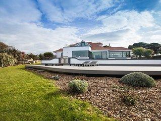 Luxury Modern Villa with Panoramic Sea Views plus a Swimming Pool & Jac