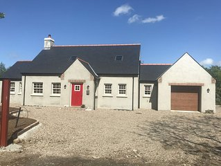 located off main road beside a working Farm, it is 15 minutes from Portrush Golf