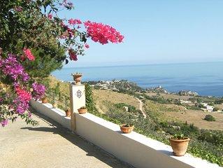 Villa indipendente immersa nel verde, stupenda vista sul Golfo;