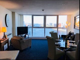 Luxury 2 Bedroom Apartment with stunning views in prime city centre location.
