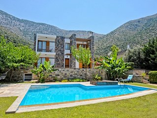 Luxury villa with private pool, large garden, sea view, near the beach
