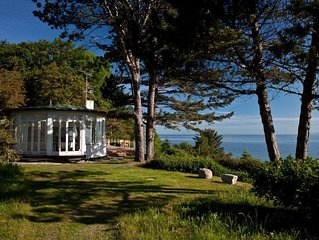 Large Holiday Home w/ Stunning Waterfront Views & Separate Guest house sleeps 12