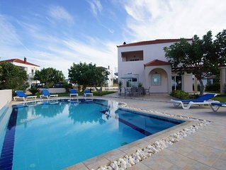 3 bedroom Villa, sleeps 7 with Air Con, FREE WiFi and Walk to Beach & Shops