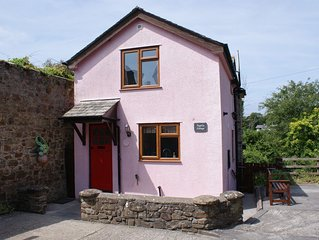 close to Bude beaches, family friendly, quiet village, wifi, private parking