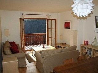 3 bed apartment-, 5 mins to cable car, quiet cul-de-sac in Soldeu, fab views