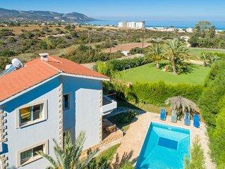 Villa Alexandros: Large Private Pool, Walk to Beach, Sea Views, A/C, WiFi, Car N