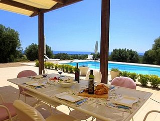 Beautiful private Villa for 6 guests With Private Pool And Sea View