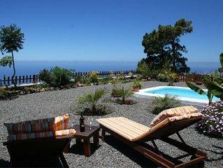 Casa Rural Fide tematizada en astroturismo con piscina privada y barbacoa